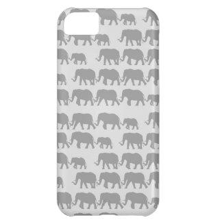 Familia gris del elefante que marcha