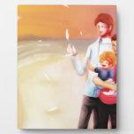 Familia ideal de la escena en la playa placas con fotos