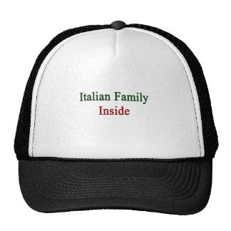 Familia italiana dentro gorro de camionero