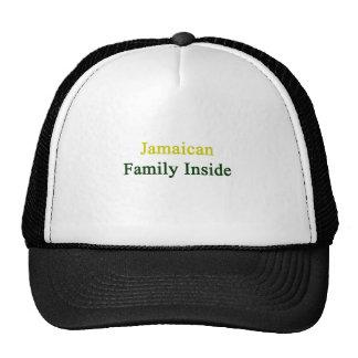 Familia jamaicana dentro gorras de camionero