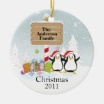 Familia linda de los pingüinos de ornamento de 2 n ornamentos de reyes