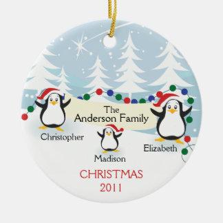 Familia linda de los pingüinos de ornamento de 3 adornos de navidad
