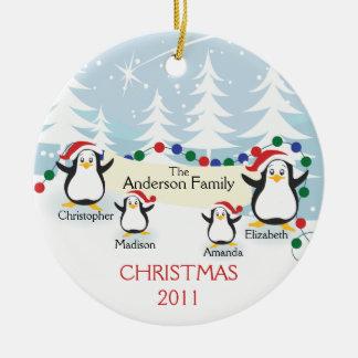 Familia linda de los pingüinos de ornamento de 4 ornamento de navidad