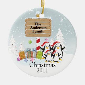 Familia linda de los pingüinos de ornamento de 4 adorno de navidad