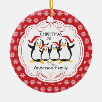 Familia linda de los pingüinos de ornamento de 4 adornos