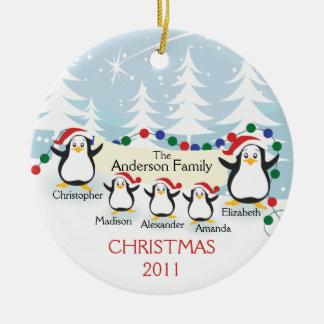 Familia linda de los pingüinos de ornamento de 5 adornos