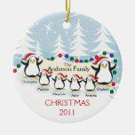Familia linda de los pingüinos de ornamento de 6 n ornamento de reyes magos
