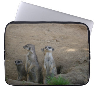 Familia linda de Meerkat que dice hola Fundas Ordendadores