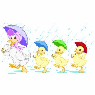 Familia linda del pato en lluvia fotoescultura vertical