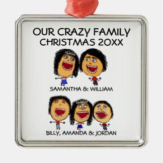 Familia loca de ornamento del dibujo animado del adorno navideño cuadrado de metal