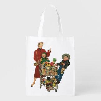 Familia, mamá y niños retros, compras del carro bolsa reutilizable