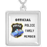 Familia oficial de la policía colgante