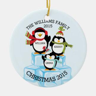 Familia personalizada de 3 navidad de los adorno navideño redondo de cerámica
