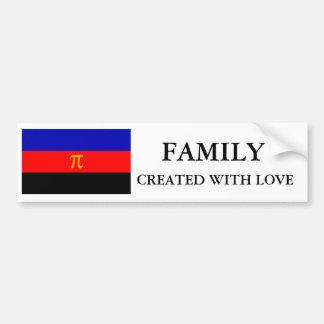 Familia polivinílica del orgullo hecha con el pega etiqueta de parachoque