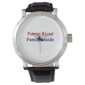 Familia puertorriqueña dentro relojes de mano