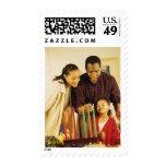 Familia que enciende el Kinara para Kwanzaa Timbre Postal