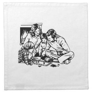 Familia que juega a un juego de mesa servilleta