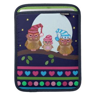 Familia soñolienta del búho del dibujo animado de funda para iPads
