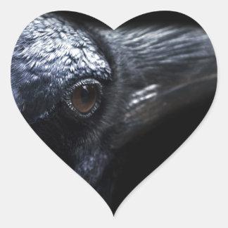 Familiar gótico del cuervo y del cuervo calcomanía corazón