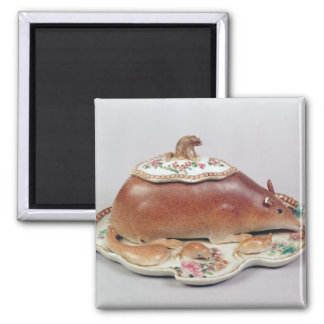 Famille rose sauce tureen and cover modelled magnet