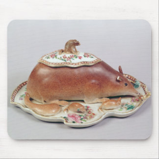 Famille rose sauce tureen and cover modelled mouse pad