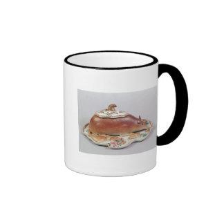 Famille rose sauce tureen and cover modelled ringer mug