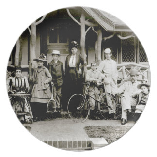 Family Group, c.1900 (b/w photo) Plate