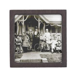 Family Group, c.1900 (b/w photo) Premium Gift Boxes