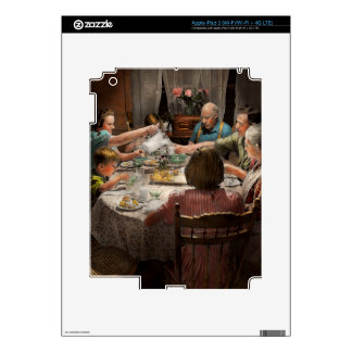 Family - Home for the holidays 1942 iPad 3 Skin