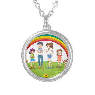 Family member round pendant necklace