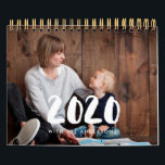 """Family photo calendar 2020<br><div class=""""desc"""">A modern photo calendar to customize with your family pictures,  a perfect way to start the year 2020. Fully customizable text colors.</div>"""