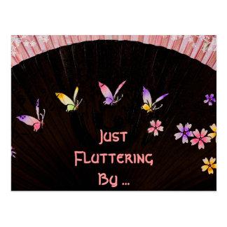 Fan de la mariposa en felicidad rosada del cordón postales
