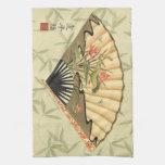 Fan del geisha con las hojas y la impresión floral toalla