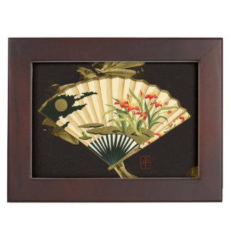 Fan oriental prensada con diseño floral caja de recuerdos