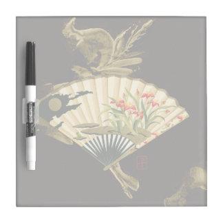 Fan oriental prensada con diseño floral pizarra blanca