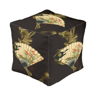 Fan oriental prensada con diseño floral pouf cuadrado