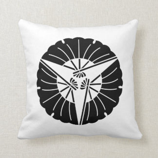 Fan-shaped three ginkgo leaves throw pillow