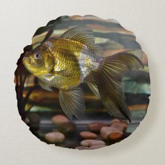 Fancy Fantail Goldfish Round Pillow