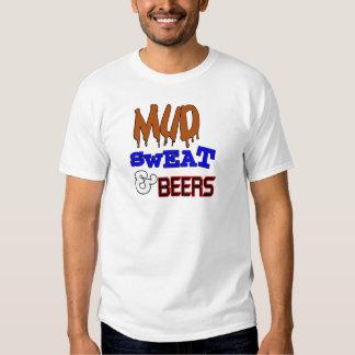 Fango, sudor y diseño divertido de las cervezas playera