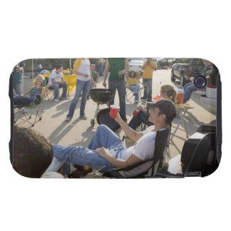 Fans que esperan en estacionamiento antes de juego iPhone 3 tough carcasa