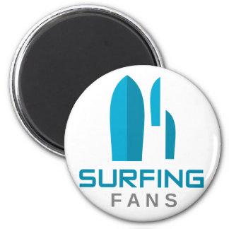 fans que practican surf imán redondo 5 cm