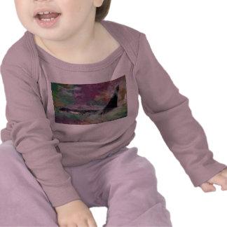 Fantasía de la nube del Orcinus de la ballena de l Camisetas
