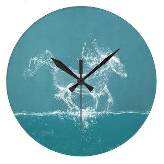 Fantasía del caballo del agua reloj redondo grande