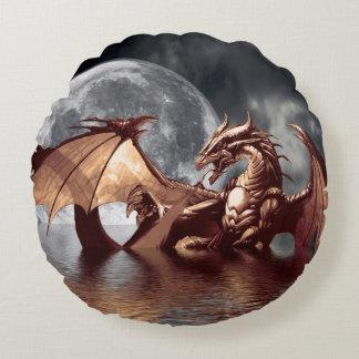 Fantasía del dragón y de la luna mítica cojín redondo