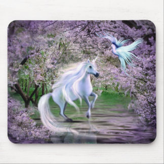 Fantasía del unicornio de la primavera tapetes de raton