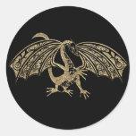 Fantasía grabada en relieve oro del dragón etiqueta