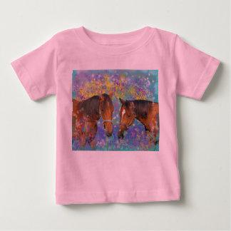 Fantasía ideal del caballo que protagoniza dos camisas