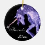 Fantasía púrpura del unicornio adorno navideño redondo de cerámica