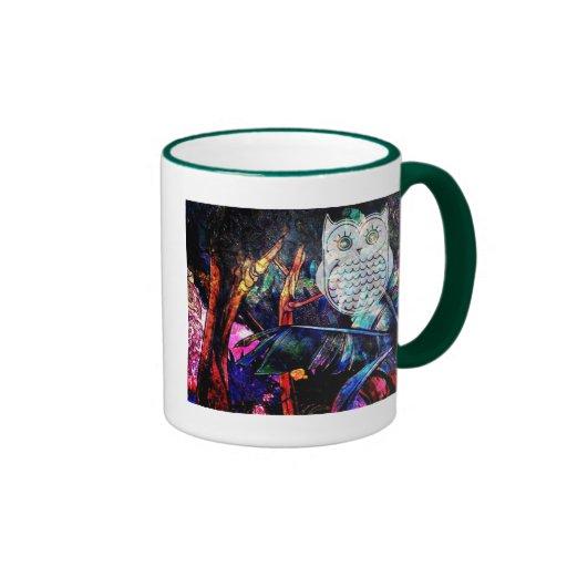 Fantasía sabia del búho del bosque taza a dos colores