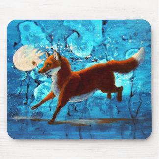 Fantasía surrealista roja del Fox Kitsune en Tapetes De Ratones
